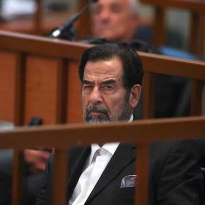 Hussein auf der Anklagebank: Beschimpfte das Gericht noch am letzten Tag