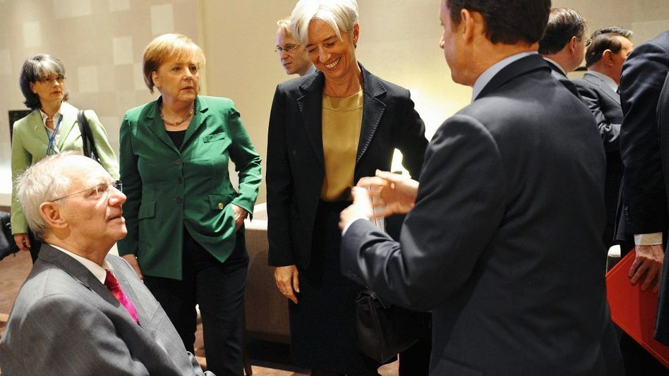Währungspolitiker Schäuble, Merkel, Lagarde, Sarkozy: Zwei Lager stehen sich unversöhnlich gegenüber