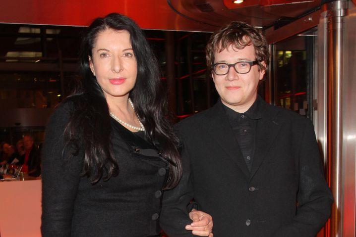 Regisseur Ilya Khrzhanovsky mit Künstlerin Marina Abramovic 2012 in Berlin