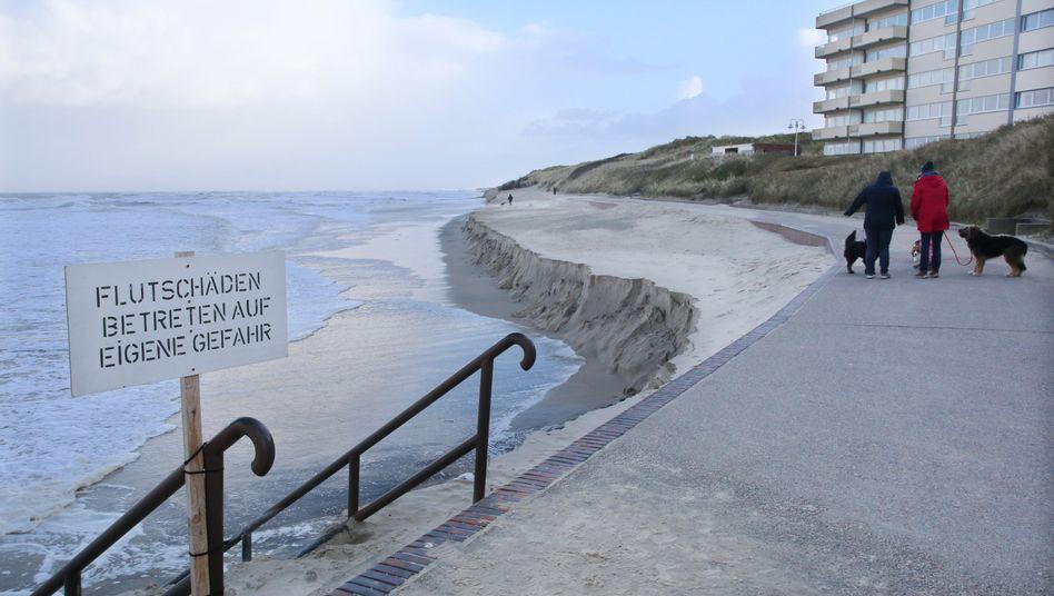 """Abbruchkante an der Strandpromenade auf Wangerooge: """"Wir können nicht mal hundert Strandkörbe hinstellen"""""""
