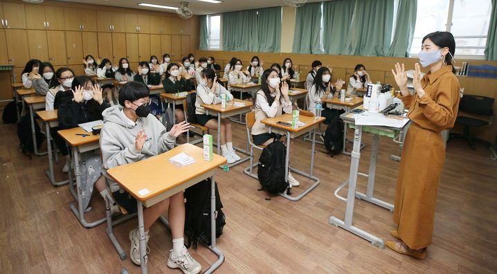 Klassenraum in Chekju in Südkorea: Maskenpflicht im Klassenraum