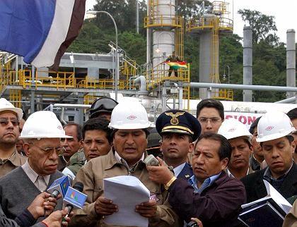 """Präsident Morales verliest sein Dekret: """"Für eine Einschätzung ist es zu früh"""""""