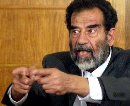 Saddam während eines Verhörs im Juli