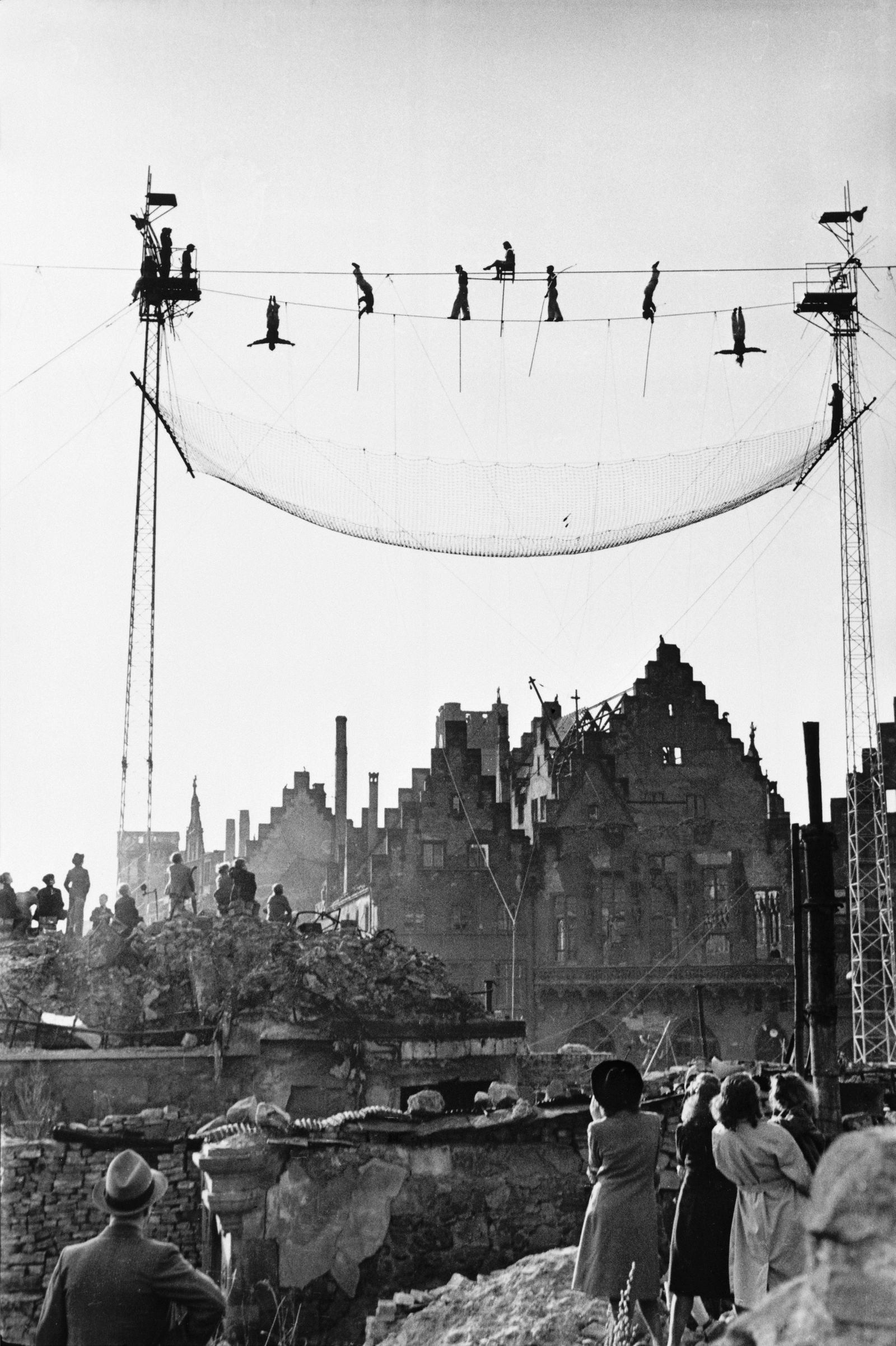 Seiltänzer-Vorführung Frankfurt 1948