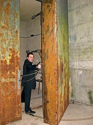 """""""1984. Back in the USSR"""": Erleichterung - das Stahltor öffnet sich wieder."""