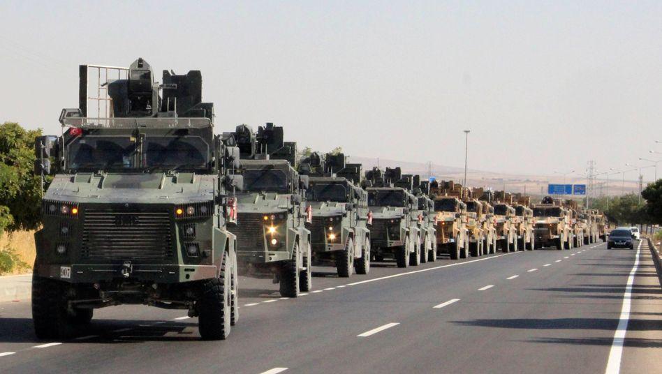 Türkische Truppen an der Grenze zu Syrien (Archiv)