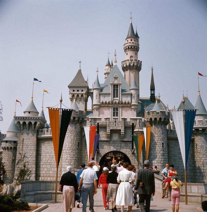 Über drei Millionen Besucher zählte Disneyland im ersten Jahr seines Bestehens