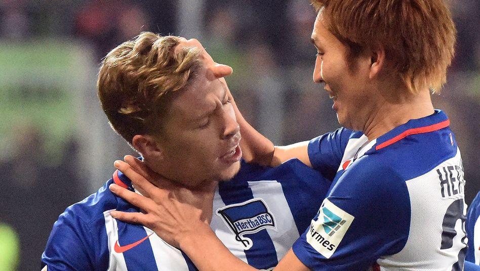 Hertha-Profis Weiser (l.), Haraguchi: Knapper Sieg in Ingolstadt