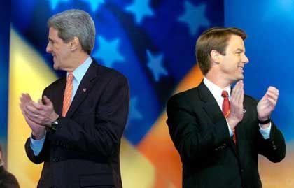 Kerry mit Gegenkandidat (re.): Edwards zieht sich zurück