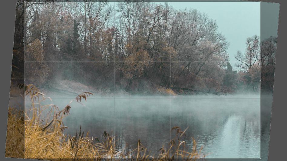 Durch nachträgliches Geraderichten verliert das Foto Bildbereiche und Schärfe