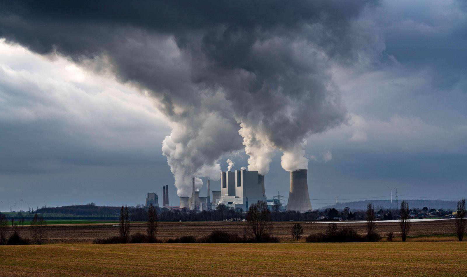 Braunkohle Kraftwerk Neurath, bei Grevenbroich, RWE Power AG, NRW, Deutschland, Braunkohle Kraftwerk *** Lignite-fired