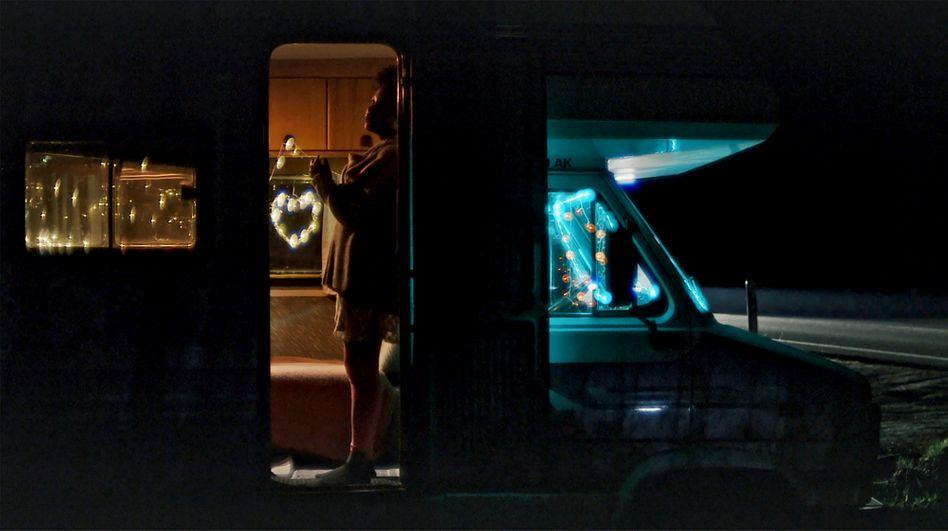 Szene aus »Lovemobil«: »Zahlreiche Situationen sind nachgestellt oder inszeniert«