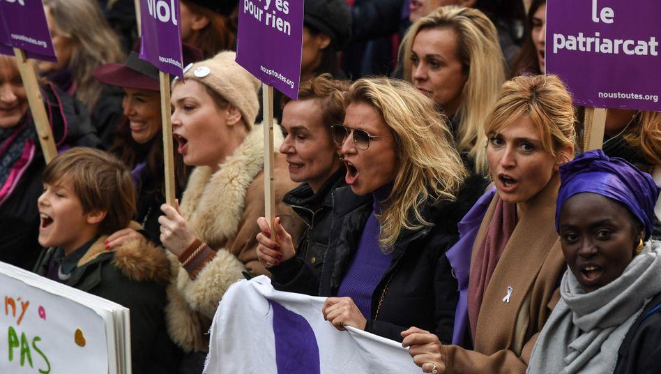 Die Veranstalterinnen in Paris sprachen von 100.000 Menschen, die am Protestzug teilnahmen