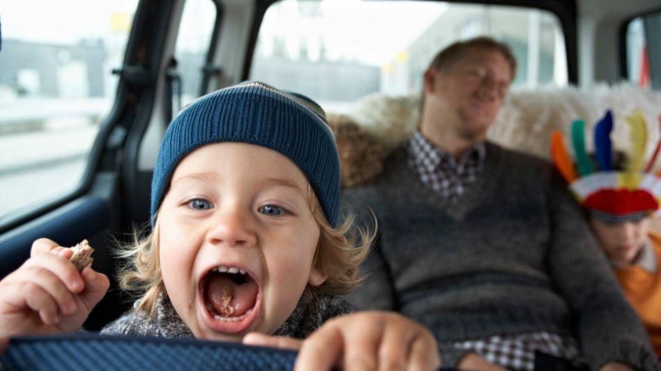 Familienautofahrten: Stress oder der ideale Moment für Power-Napping?