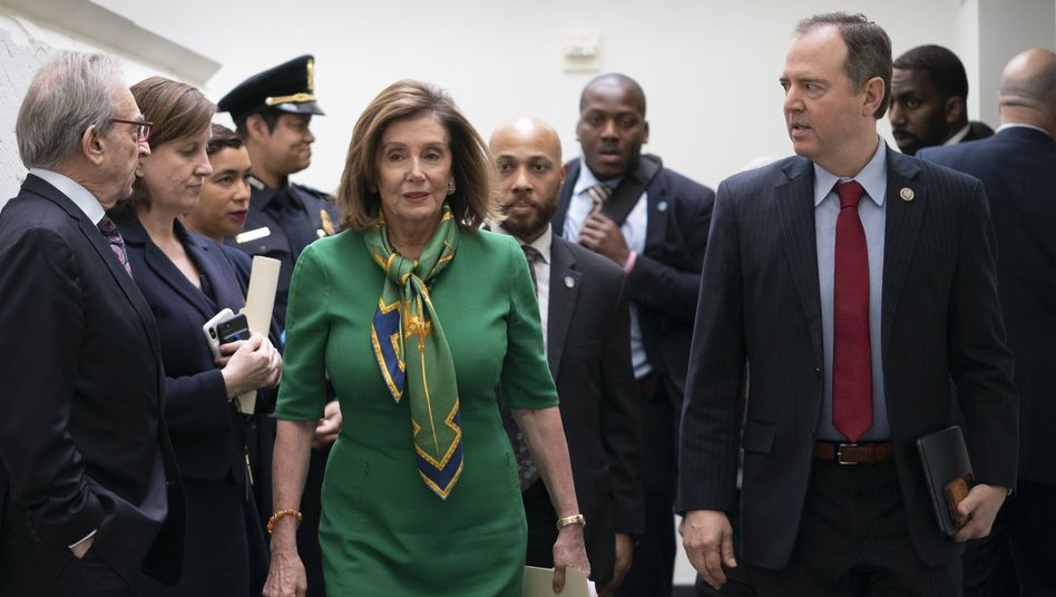 US-Demokraten Nancy Pelosi und Adam Schiff: Der Druck auf den US-Präsidenten wächst