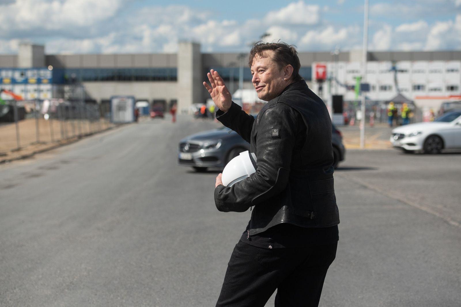 Tesla-Chef besucht Fabrik-Baustelle in Grünheide