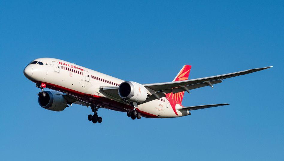 Eine Air India Boeing 787-8 Dreamliner im Landeanflug auf den Londoner Flughafen Heathrow