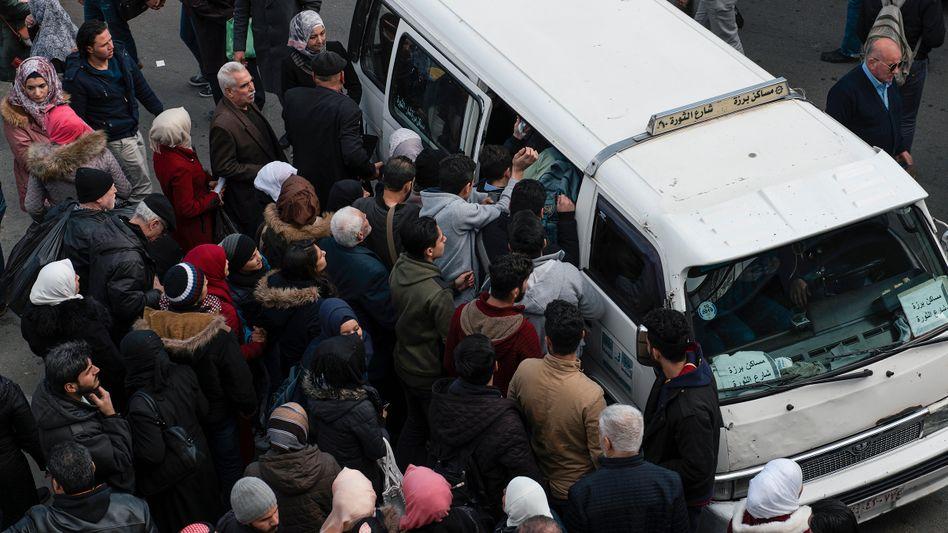 Minibus-Kunden in Damaskus: Steigen Sie ein, fahren Sie mit