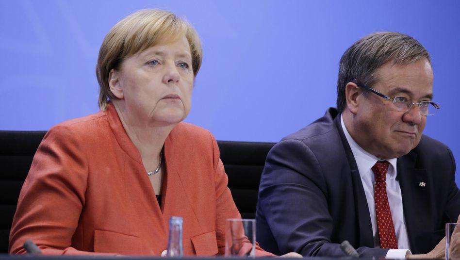 Kanzlerin Merkel, Kandidat Laschet: Bitten um Hilfe zurückgewiesen