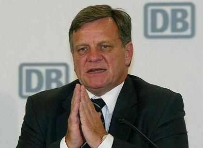 Bahn-Chef Mehdorn bei einer Bilanzpressekonferenz in Berlin: Er zögert noch mit der Vorlage eines neuen Angebots für die GDL.