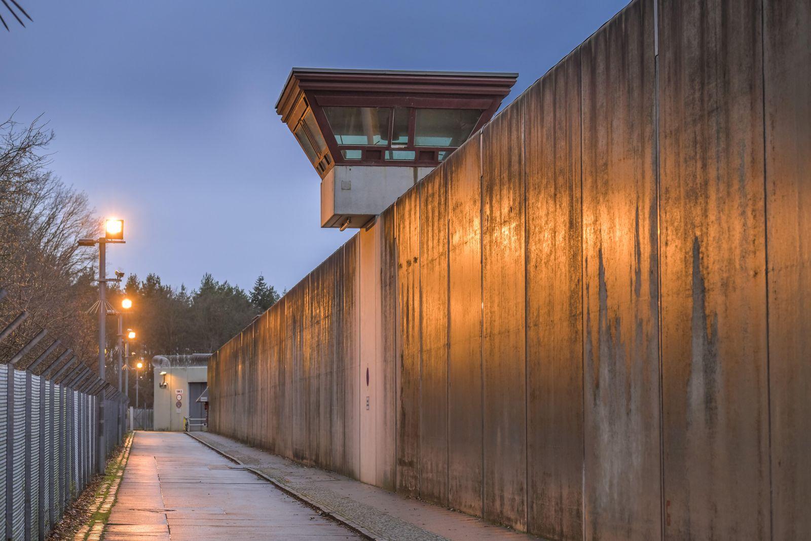 Wachturm und Mauer, JVA Tegel, Seidelstraße, Reinickendorf, Berlin, Deutschland
