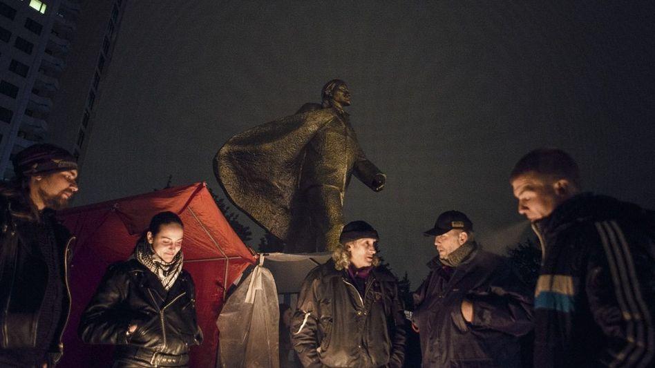 Beschützer der Lenin-Statue: »Noch sind der Ukraine Ruhm und Freiheit nicht gestorben«