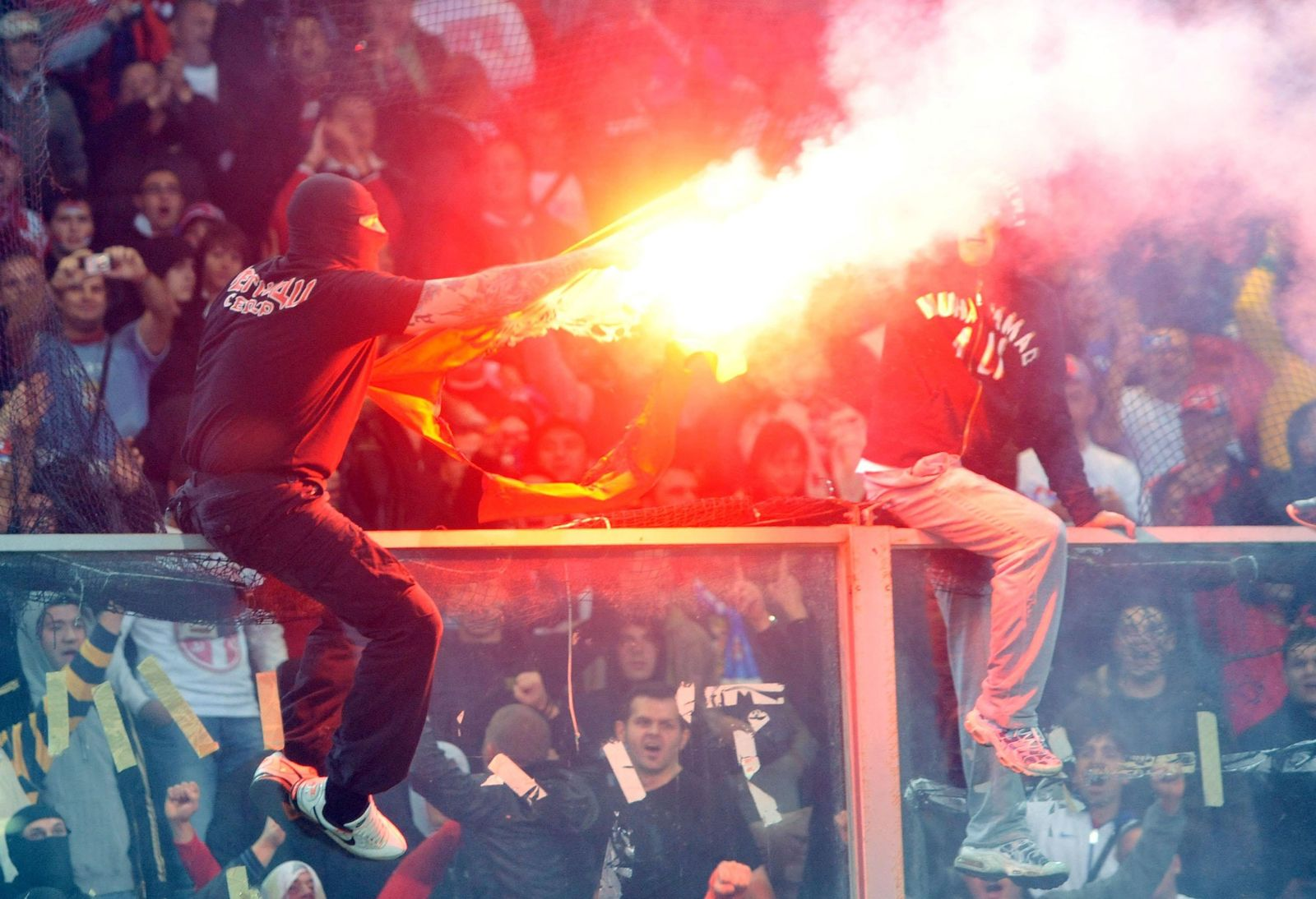 Randale bei EM-Qualifikationsspiel Italien - Serbien