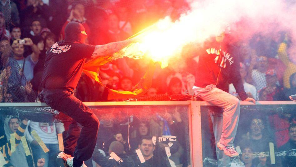 Italienische Hooligans: Polizei geht demnächst mit Elektroschocks vor