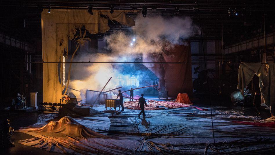 Probe zu einer Ruhrtriennale-Aufführung in Bochum 2019:Ein bisschen Glanz abbekommen