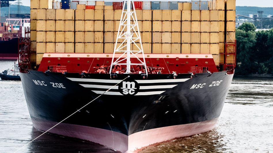 Containerschiff fährt in Hamburger Hafen ein: Von Antwerpen überholt