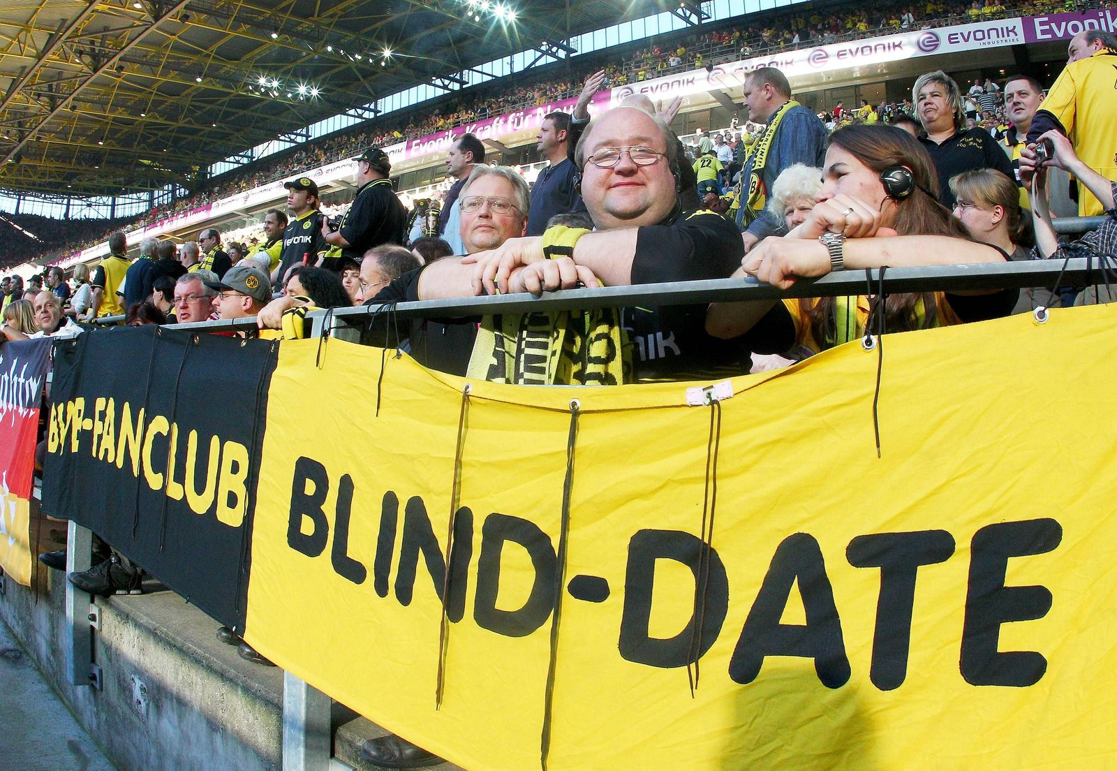 EINMALIGE VERWENDUNG Bundesliga für Blinde über Kopfhörer