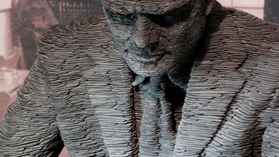 """Denkmal für Alan Turing (in Bletchley Park): """"Du hättest es so viel besser verdient."""""""