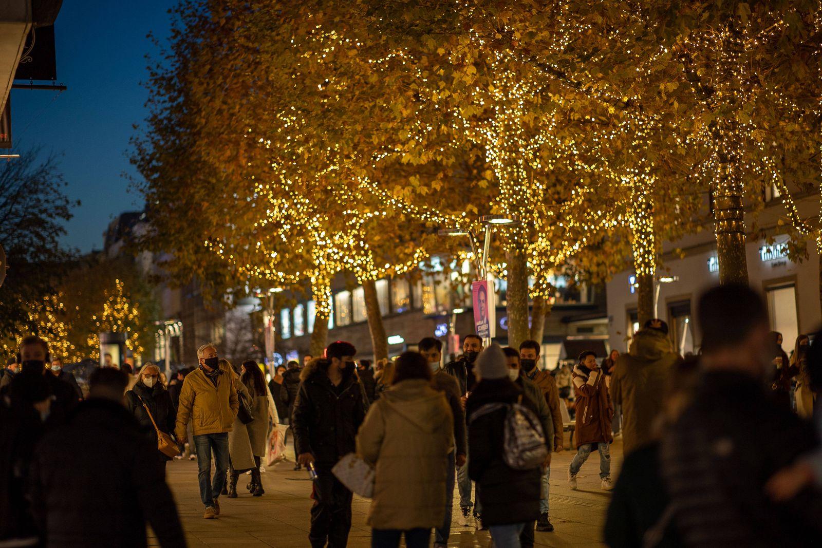 Suttgart Themenfoto, Weihnachten in der Pandemie, Stuttgart, 29.11.2020, Themenfoto, Weihnachten in der Pandemie, Mensc
