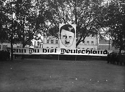 """NS-Kundgebung auf dem Ludwigsplatz in Ludwigshafen, um 1934: """"Denn Du bist Deutschland"""""""