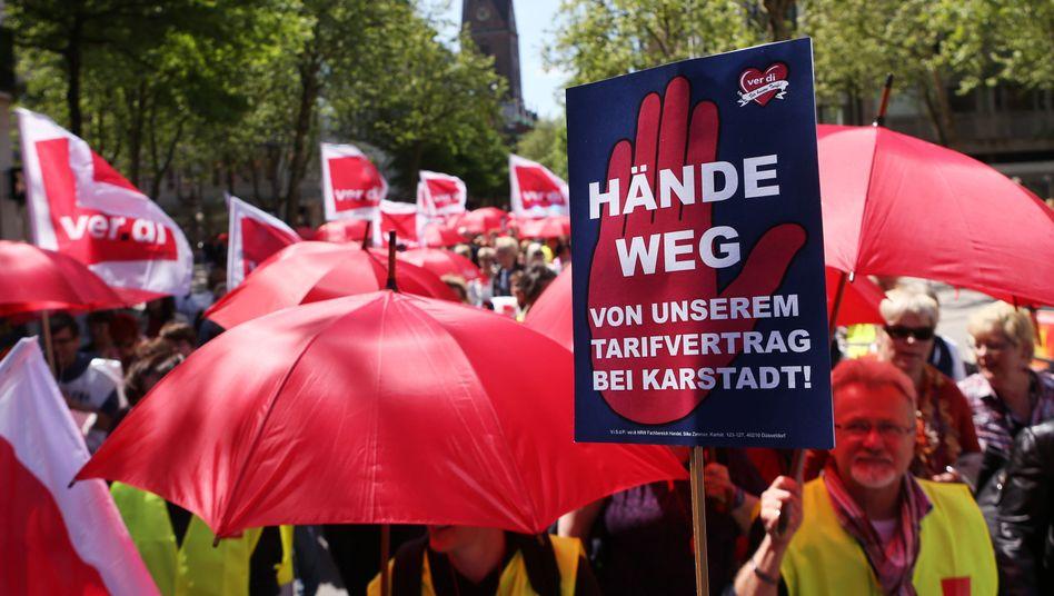 Streikende bei Karstadt: Die Kaufhausmitarbeiter kämpfen für ihre Tarifverträge