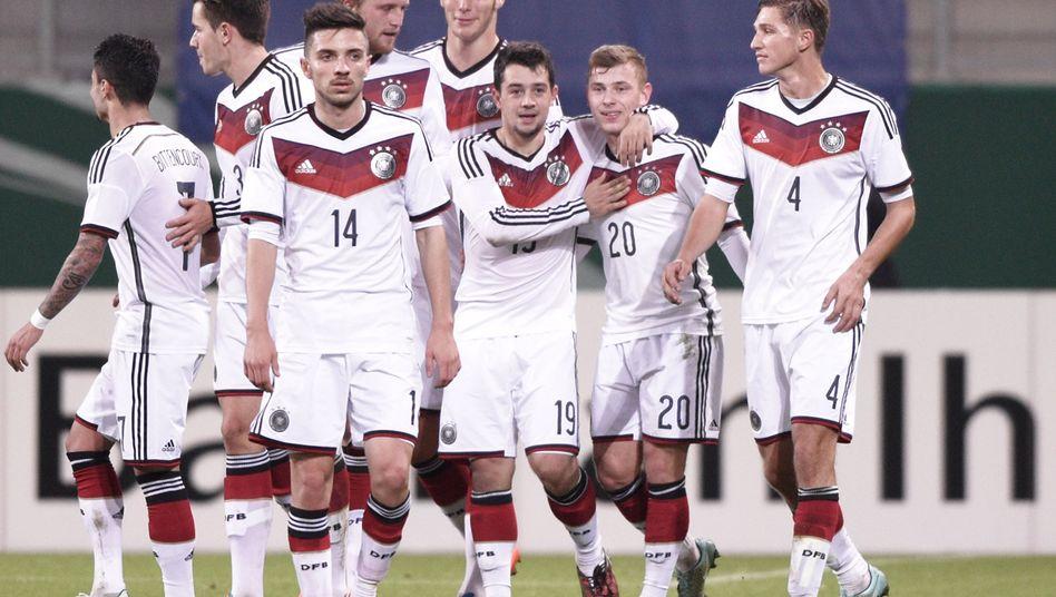 Schalke-Profi Meyer (2. v. r.): Torschütze gegen die Niederlande