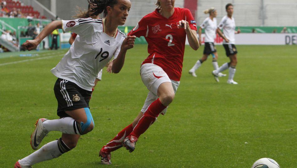Nationalspielerin Bajramaj (l.): Zwei Tore gegen die Schweiz