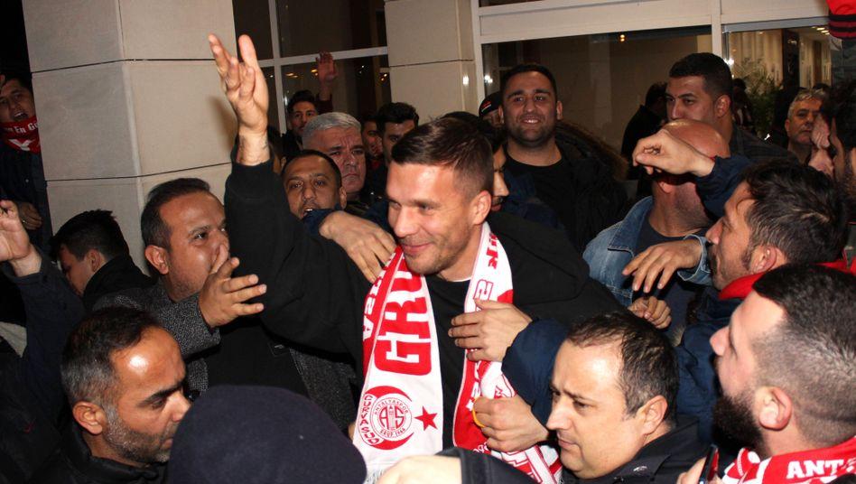 Lukas Podolski bei seiner Ankunft in Antalya