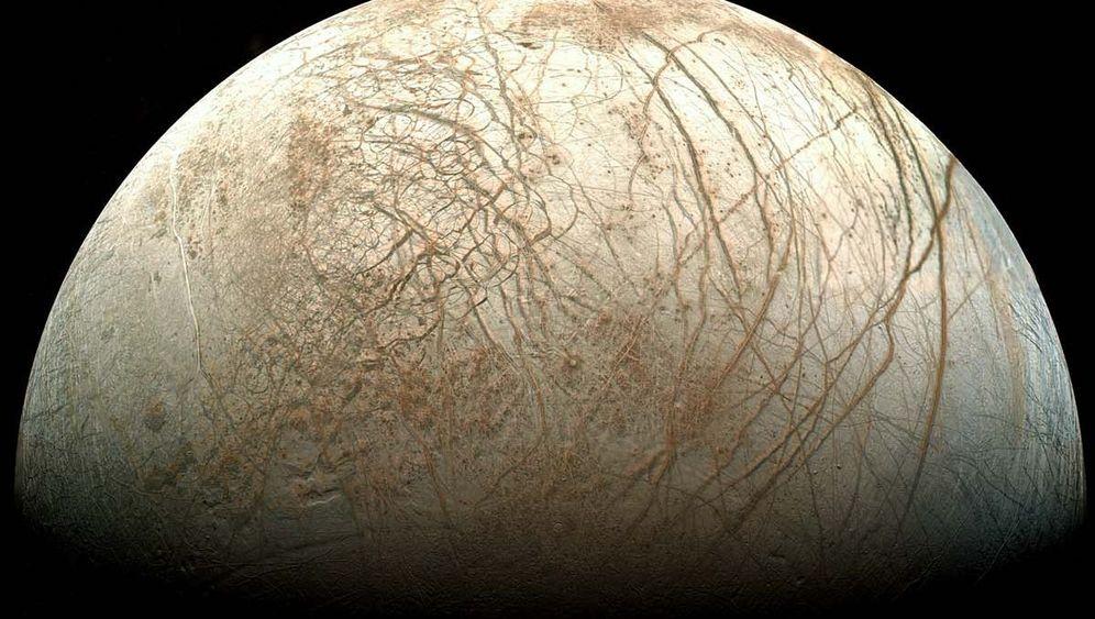 Jupitermond Europa: Kalte Kruste, flüssige Tiefen