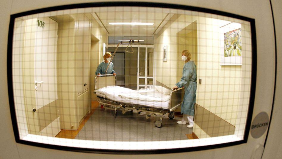 Isolierstation für Schweinegrippe-Patienten: Elf Infizierte starben bisher in Deutschland