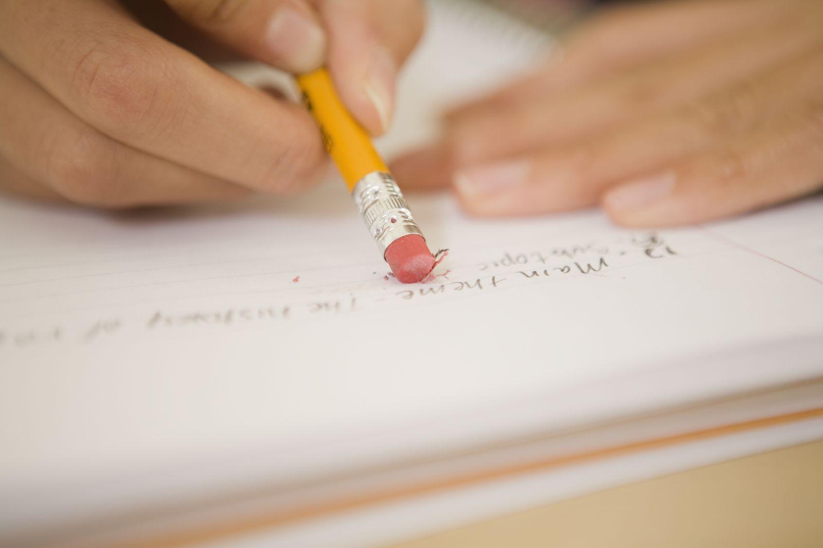 NICHT MEHR VERWENDEN! - Bleistift / Stift / Text / Radiergummi / Zettel / Text / Test