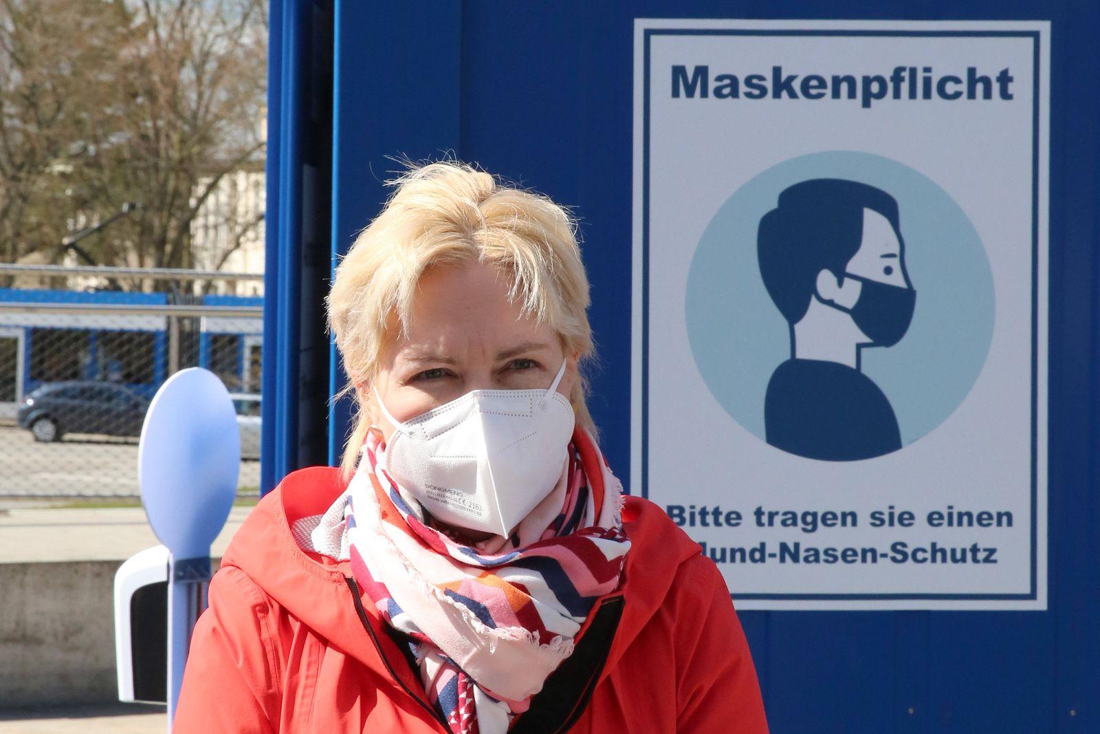 Die Ministerpräsidentin des Landes MV Manuela Schwesig besucht am Sonnabend (10.04.2021) in Rostock das Schnelltestzentr