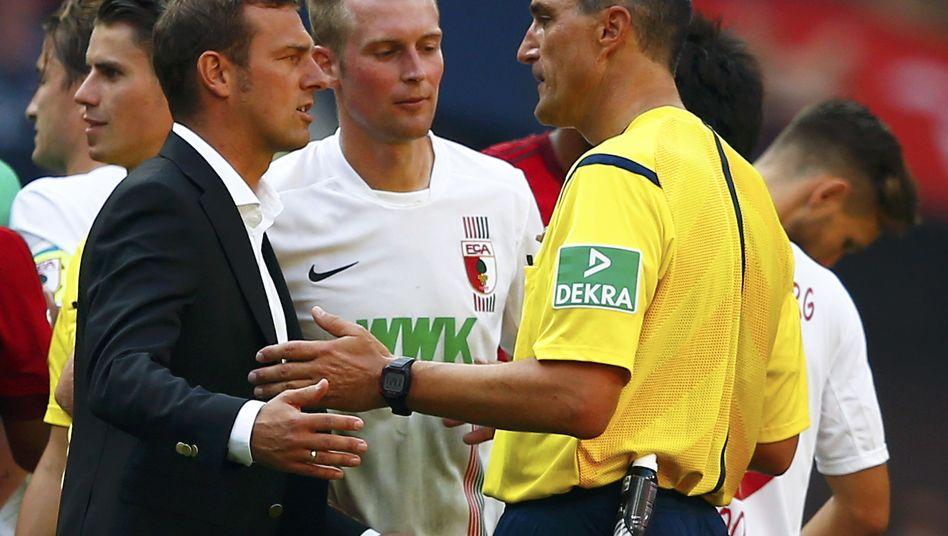 """Schiedsrichter Kircher (r.), Trainer Weinzierl (l.): """"Machen Fehler"""""""