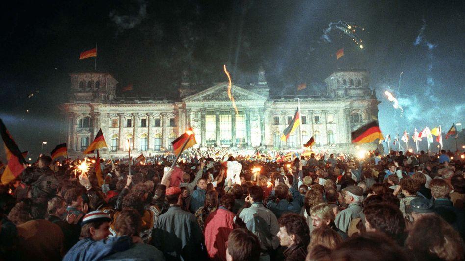 Einheitsfeier vor dem Reichstag (Archiv): Mitterrand beklagte Hinhalte-Taktik