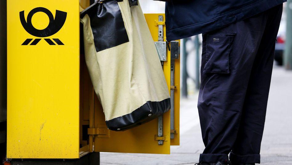 Briefkasten der Post: Künftig will der Konzern an einer E-Mail-Alternative verdienen