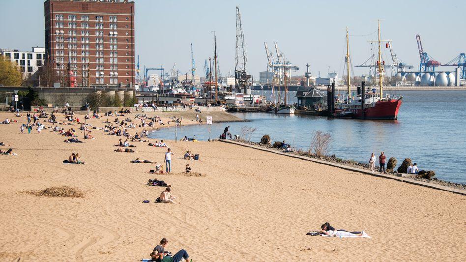 Szene aus Hamburg (Anfang April): Öffnungen erhöhen die Gefahr einer dynamischen Entwicklung