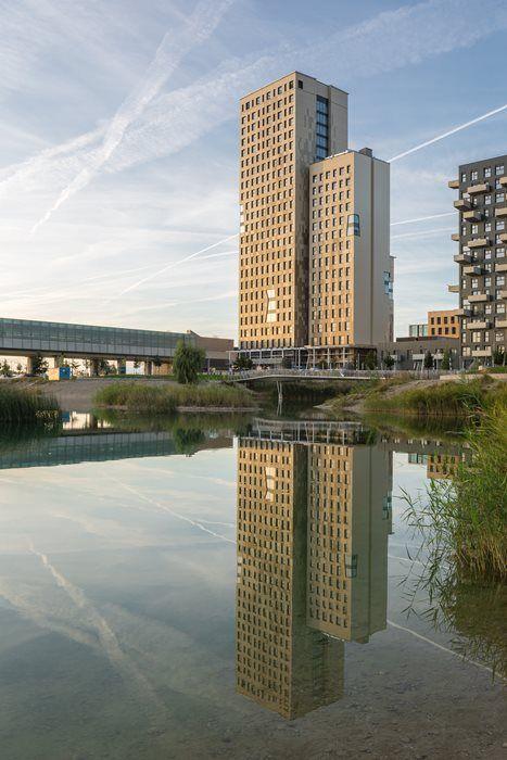 HoHo-Wien_Update_8_Spiegelung-Wasser_Sept-2019_(c)-cetus-Baudevelopment-u-kito-at