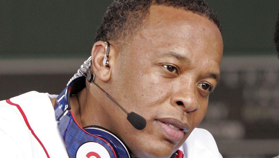 Dr. Dre mit Beats-Kopfhörer: Übernahmegerücht treibt Firmenwert