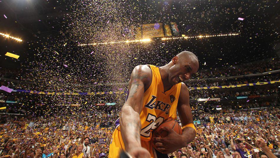Kobe Bryant nach dem siebten Spiel der Finalserie 2010 gegen die Boston Celtics - sein fünfter NBA-Titel