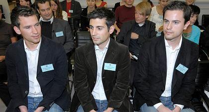 Noten für Lehrer: Die Spickmich.de-Macher (von l.) Manuel Weisbrod, Tino Keller und Philipp Weidenhiller vor der Urteilsverkündung